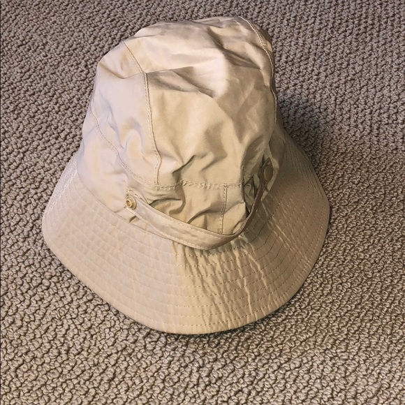 L.L. Bean Accessories - Cute packable rain hat 92854a864c18